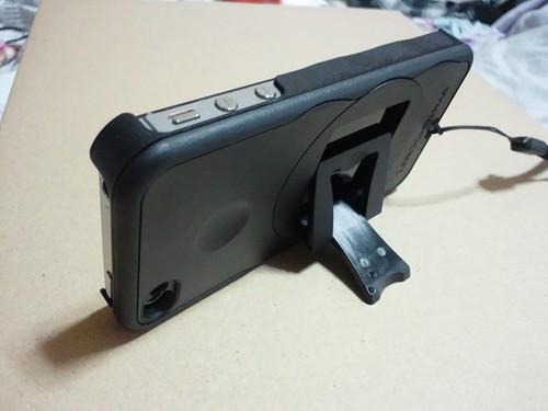ZEROCHROMA iPhone4用スタンド付きケース 裏面