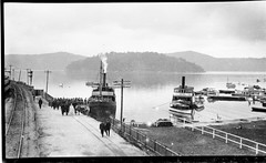 SS ERRINGHI moored at Port Erringhi wharf with people boarding, 1912-1930 (Australian National Maritime Museum on The Commons) Tags: phoenix brooklyn boats island boat oldphotographs ebenezer hawkesbury hawkesburyriver dangarisland vintagephotographs dangar brooklynnsw samueljhoodcollection sserringhi hawkesburysteamnavigationcompany porterringhi ebenezernsw