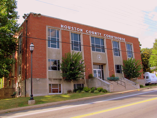 Houston County Courthouse - Erin, TN