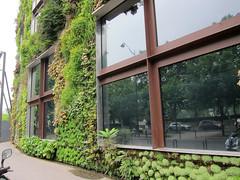 Musée du quai Branly (pr0digie) Tags: paris seine river eiffeltower newyorkavenue avenuedenewyork