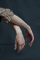 (giochi reflexivi) Tags: color studio model hands arms mani dettagli artista
