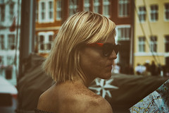 Finding the way (kimblomqvist) Tags: woman sunglasses shoulder shoulders freckles map city cityscape tourist travel architecture beautiful colorful mujer femme ciudad calle ville rue street streephotography canon canonphotography portrait