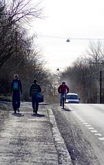 Syklist i sykkelfelt (Bymiljetaten) Tags: fortau fotgjengere grus stein sykling syklister vei vrrengjring sykkel bruker folk menneske mennesker person personer