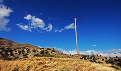 agios pavlos 6a (Bilderschreiber) Tags: grass gras southcoast coast sdkste kste kreta crete greece griechenland hellas sonne trocken dry sun mast pylon blue blau sky himmel mediterranean mittelmeer