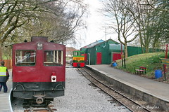Running Round at Pages Park Station on The Leighton Buzzard Light Railway (Banchango) Tags: 2009 leightonbuzzardnarrowgaugerailway narrowgaugerailways narrowgaugediesel narrowgaugecoachingstock heritagerailway steamrailway nameddiesellocomotives alankeef pagesparkstation