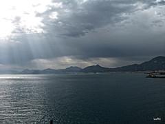 Palermo: il golfo (Luciano ROMEO) Tags: panorama nuvole mare barche cielo sole palermo azzurro golfo raggi celeste orizzonte porti pescatori marinerie