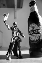 guinness (nicouze) Tags: blackandwhite bw macro beer hat star noiretblanc nb guinness chapeau duel wars clone bane bière cad nicouze