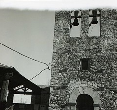 St Cosme i St Dami, Queixans (vdefoto) Tags: 120 6x6 film rolleiflex kodak iglesia bn carrete romanico quimica kodaktmax