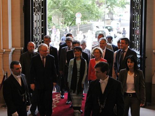 Aung San Suu Kyi rencontre des étudiants en Sorbonne