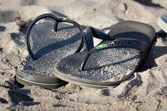 weekend!!! (Lusansor) Tags: sea espaa beach canon landscape mar sand weekend playa paisaje arena flipflops chanclas findesemana fiende