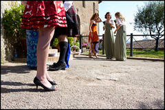 waiting for the bride... (carpe shot) Tags: street wedding colors socks bride shoes kilt legs leg streetphotography scottish skirt tartan sangalgano