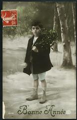 "Archiv G429 ""Bonne Année"", 31. Dezember 1913 (Hans-Michael Tappen) Tags: archivhansmichaeltappen cartepostale postkarte frankreich france atelierfoto koloriert handkoloriert handcolouring briefmarke posstempel surreal neujahrswünsche neujahrskarte 1913 1910er 1910s mispelzweige kleidung hut junge boy winter schnee snow phantasie"
