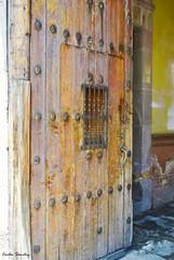 Vamos a entrar. (spawn5555) Tags: antiguo puerta door centro historia history histrico nikon d3000 aguascalientes mxico arquitectura edificio belleza beautiful colonial deterioro