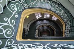 (Elbmaedchen) Tags: treppenhaus treppenauge staircase stairs escaliers escaleras berlin stadtgericht gelnder stufen