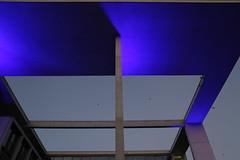 Teil vom Marie-Elisabeth-Lders-Haus (Pascal Volk) Tags: berlin mitte berlinmitte spreeufer regierungsviertel blaueslicht bluelight architecture architektur modernistarchitecture modernarchitecture modernearchitektur 28mm canoneos6d canonef24105mmf4lisusm