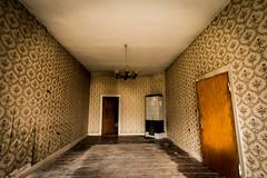 Tapetenausstellung (pyrolim) Tags: abandonedhouse bauernhof lostplace abandoned bauernhaus alt tapete muster ofen