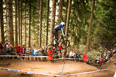 LESLIE Shane (mikemarin07) Tags: downhill world cup val di sole mountain montagna cielo sky terra earth feelings vibse chill zen peacefull landscape night day colors sport action bike bicycle mtb two wheels vtt descente trick park red bull extreme fastness fast speed drops brown beer canon 70d sigma