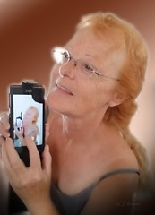 Selbstportrt  (2) (Ellenore56) Tags: 18092016 selbstportrt portrt selbstbildnis portrait profile profil ich i ego gesicht face vision foto photo handyfoto picture photograph shot selfie detail moment augenblick sichtweise perception perspektive perspective reflektion reflection reflexion farbe color colour licht light inspiration imagination faszination sony sonyexperiaz1 experiaz1 sommersprossen freckle rothaarige redhaired ginger redheaded redhead ellenore56 ellenore imyself selfportrait rotschopf alsobinich ergosum september frontkamera frontcam handyfrontkamera frontlinse linsen sphen refractor peek spy ellenorecremers z1honami honami sonyxperiaz1honami