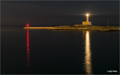 Vieste - il faro (Luigi Alesi) Tags: vieste italia italy puglia foggia gargano mare sea faro lighthouse notte night luce lights riflessi reflections fujifilm xm1 raw