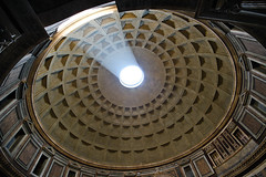 LIGHTENING (Rober1000x) Tags: light rome roma europa europe pantheon panteon duomo 2012 lazio campomarzio