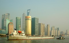 Shanghai - Huangpu River (cnmark) Tags: world china new tower river geotagged boat barco ship shanghai district famous jin central vessel center