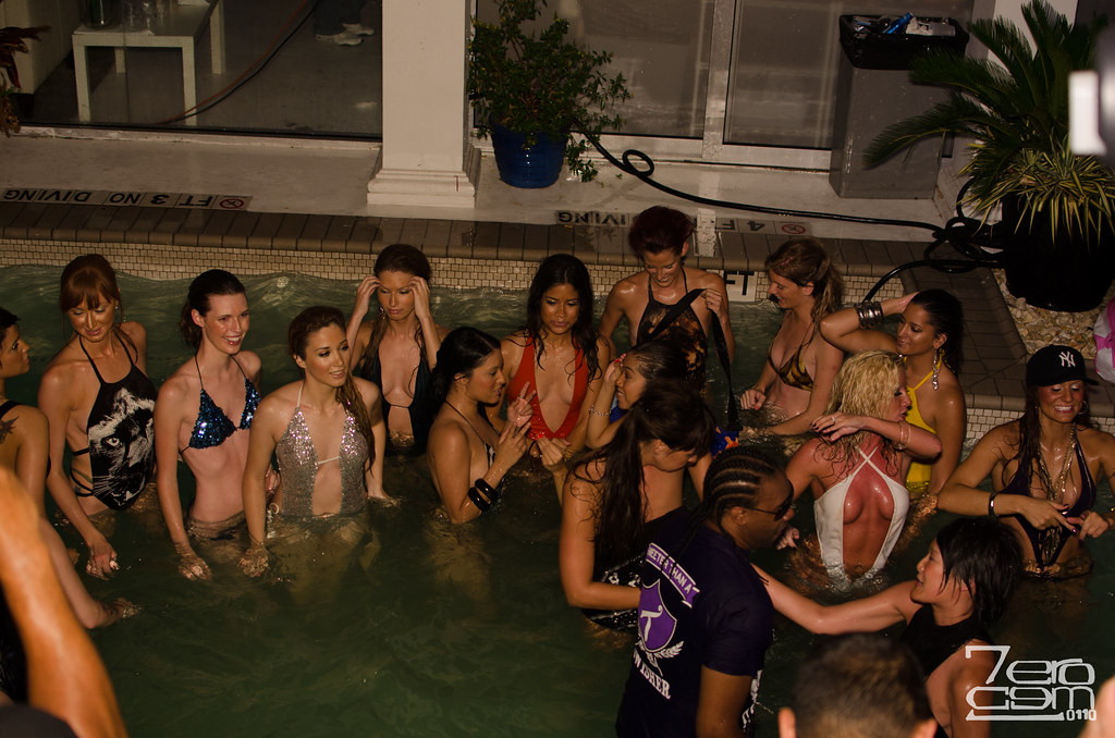 The world 39 s best photos of swimsuitfashionshow and usa for Pool show usa