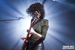 St Vincent at Sala Apolo (Rosario Lopez Concert Photography) Tags: barcelona show light musician music woman girl june st rock female lights concert guitar live gig concierto guitarra vincent band sala beam clark musica annie stvincent junio 2012 guitarrista apolo