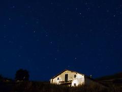 Buscando a las Osas (Estorki) Tags: night estrellas nocturna polar plentzia ursamajor polaris plencia osamayor ursaminor osamenor olympusxz1