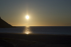 (sgeir var) Tags: sunset sea canon eos fly iceland gras lundi sland sjr vestfirir westfjords fljga slsetur 550d