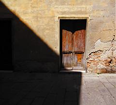 Chiuso per ferie (meghimeg) Tags: door shadow sun alley closed ombra porta sole vicolo chiuso 2012 albenga