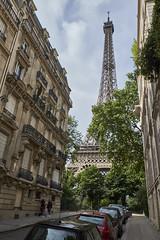 Llegando a la Torre Eiffel (CarlosJ.R) Tags: eiffel francia pars torre torreeiffel