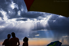 Amenaza lluvia (pericoterrades) Tags: playa cielos atardecer huelva verano luz contraluz