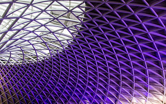 King's Cross (Raph/D) Tags: rouge king kings cross station train gare london londres uk united kingdom england city town pattern canon eos 7d mark ii canoneos7dmarkii l series lseries ef2470mmf28liiusm catchy colors architecture roof purple ville urban travel