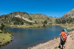 Le lac du milieu avec sa presqu'le 2215m (alainlecroquant) Tags: montagne lac pyrnes nouvielle oule bastan infrieur suprieur milieu barrage artigusse parking vache cheveaux refuge refugedebastan