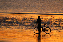 IMG_0961 (Yorkshire Pics) Tags: september 1109 11092016 scarborough northyorkshire eastcoast yorkshirecoast silhouettes people cyclist beach sunrise