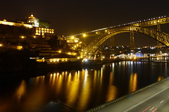 OPORTO. PUENTE DON LUIS I (Lila_MJos) Tags: oporto puentedonluisi portugal nocturna agua reflejos luces