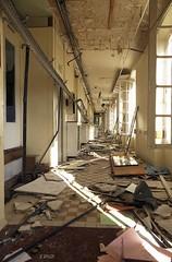 Couloir (B.RANZA) Tags: trace histoire waste sanatorium hopital empreinte exil patrimoine urbex disparition abandonedplace mémoire friche cmudd centremédicaluniversitairedanieldouady
