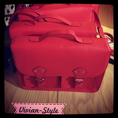 กระเป๋าทรงนักเรียนอังกฤษ ของH&M ใบละ 1,590 บาทค่ะ สวยมากมีหลายสีค่ะ สั่งได้เรยจ้า