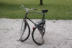 Gebogenes Fahrrad (mitue) Tags: berlin fahrrad nks hausamwaldsee alicjakwade spaz016
