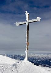 Hahnenkpfle Cross (Nataraj Metz) Tags: schnee winter mountain snow alps canon austria sterreich europa europe berge alpen gebirge gipfelkreuz vorarlberg kleinwalsertal riezlern ifen summitcross hoherifen allgueralpen alpmountains colorphotoaward hahnenkpfle eos550d eosrebelt2i tamron18270mmf3563diiivcpzd croixsommitale croixdesommet