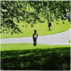 steht und geht... (bleibt fr dich) Tags: park man green square licht groen angle candid wiese gras mann grn schatten weg kassel rasen documenta warten augenblick vierkant blickwinkel betrachtung ansichtssache documenta13 kwadratisch metjanenjosephine