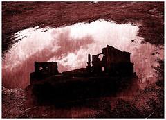 Il castello fantasma (gianclaudio.curia) Tags: pellicola grana trix kodaktrix rodinal agfa pozzanghera castello nuvole