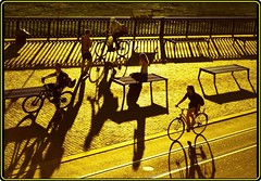 Les Bicyclettes de ... Zurich (Ioan BACIVAROV Photography) Tags: shadow shadows umbra ombre sunset lesbicyclettesdebelsize bicyclettesdezurich bycicle people zurich switzerland helvetia suisse bacivarov ioanbacivarov bacivarovphotostream interesting beautiful wonderful wonderfulphoto nikon woman women girl girls fille filles fata fete glamour sexy
