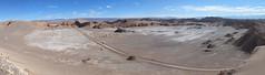 """Le désert d'Atacama: paysage lunaire vu depuis le sommet de la Duna Moyr (Valle de la Luna) <a style=""""margin-left:10px; font-size:0.8em;"""" href=""""http://www.flickr.com/photos/127723101@N04/28608062103/"""" target=""""_blank"""">@flickr</a>"""