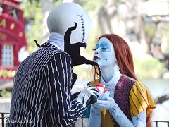 Jack & Sally (AGoofyGirl) Tags: neworleanssquare facecharacter halloweentime disneyland timburton jackskellington nightmarebeforechristmas