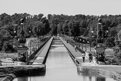 Pont Canal de Briare (http://www.jeromlphotos.fr) Tags: loire 45 centre bridge pont blackwhite noirblanc canon eos 5dmarkii landscape paysage eau water
