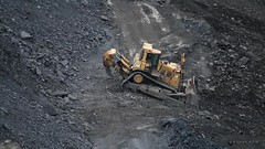 Two D10R CATs Backfilling Surface Coal Mine (Video) (Photons of Days Past) Tags: cabinrunroad surfacecoalmine alleganycounty maryland frostburg canoneos6d ef70300mmf456isusm cat caterpillar backfill rock bulldozer video 08162016