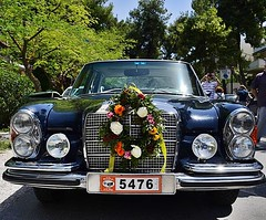 Old cars (Eleanna Kounoupa) Tags: flowers mayday oldcars λουλούδια kifissia varibobi πρωτομαγιά κηφισιά βαρυμπόμπη filpa παλιάαυτοκίνητα