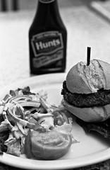 Veggie burger (Néstor Sánchez Cordero) Tags: 50mm dc washington kodak 100mm d76 elan riad canoneoselan kodakday riad5 riad7125