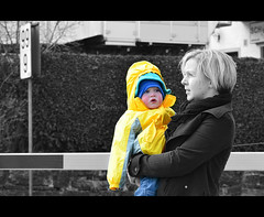 (3    d ) Tags: blue winter boy baby cold cute yellow austria kid nikon zellamsee      3houd  ohoud